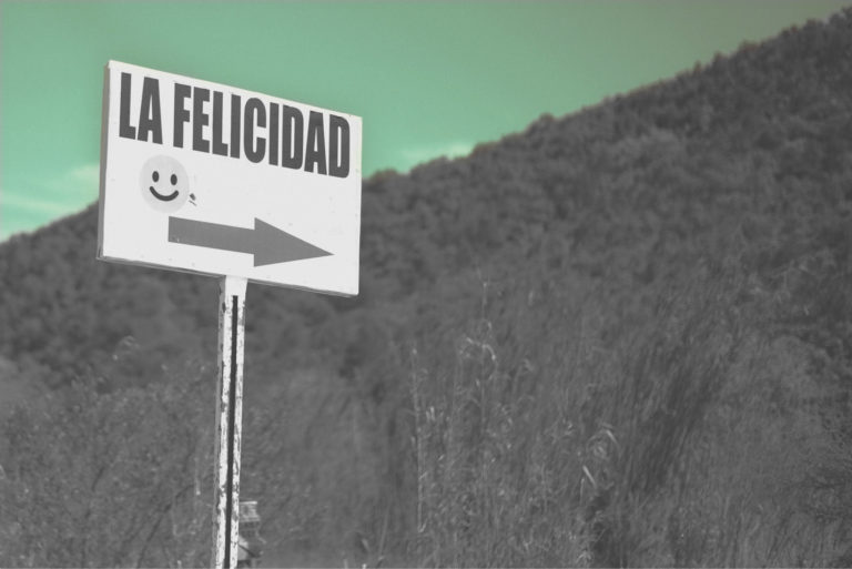 foto de uma placa indicando o caminho para a felicidade, representando como se dar bem na entrevista de emprego