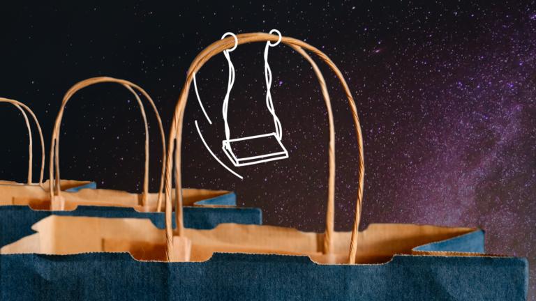 imagem blog com três sacolas de papel com foco em suas alças representando a liquidaçãoi