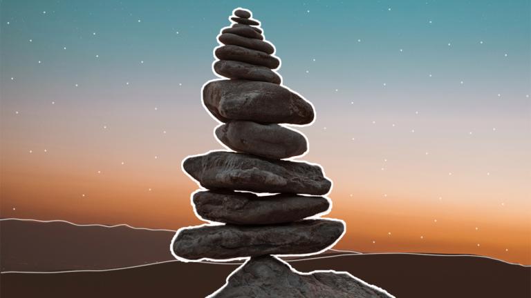capa imagem blog com uma torre de pedras empilhadas uma em cima da outra, formando uma pirâmide, representando a inteligência emocional