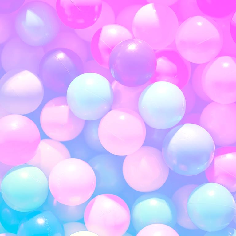 imagem capa podcast employer branding com balões coloridos representando a marca empregadora
