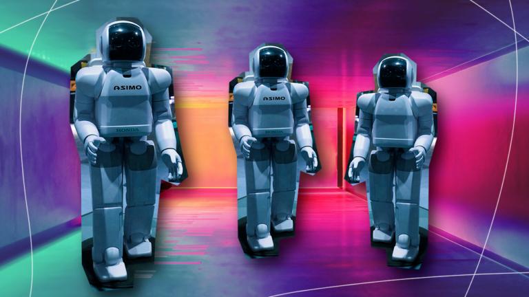 imagem capa de blog com três robôs em pé representando a inteligência artificial