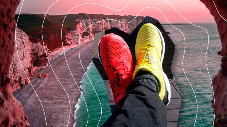 imagem capa blog com dois pés apoiados em um suporte, sendo um pé com um tênis amarelo e o outro pé com um tênis vermelho representando o benefício emergencial