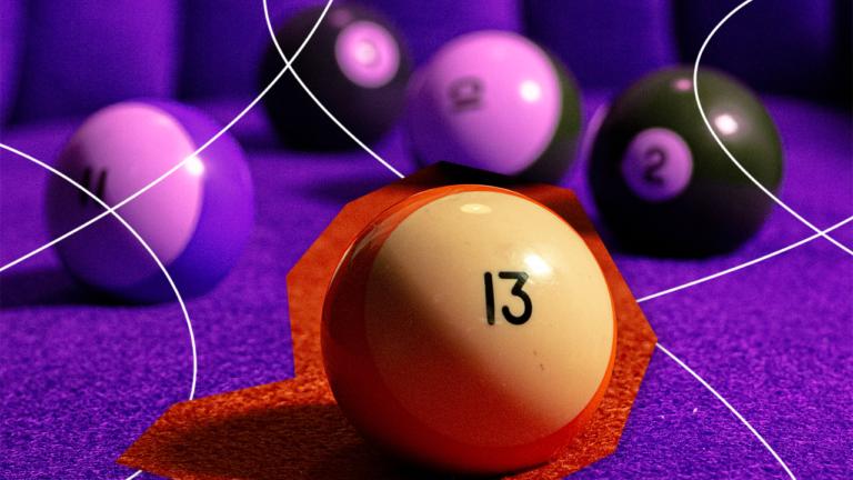 bolas de sinuca representando o 13º salário com uma bola de sinuca com o número 13 gravado nela