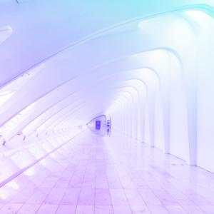 túnel com a vista para a saída de forma que se cria uma perspectiva de profundidade representando as tendências do RH